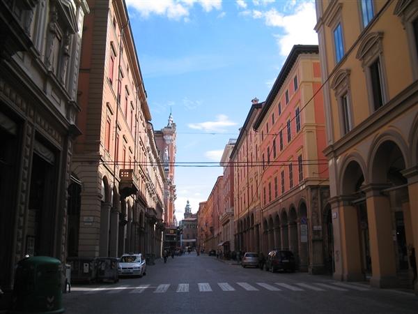 Un itinerario breve tutto al centro di bologna con for Bershka via indipendenza bologna