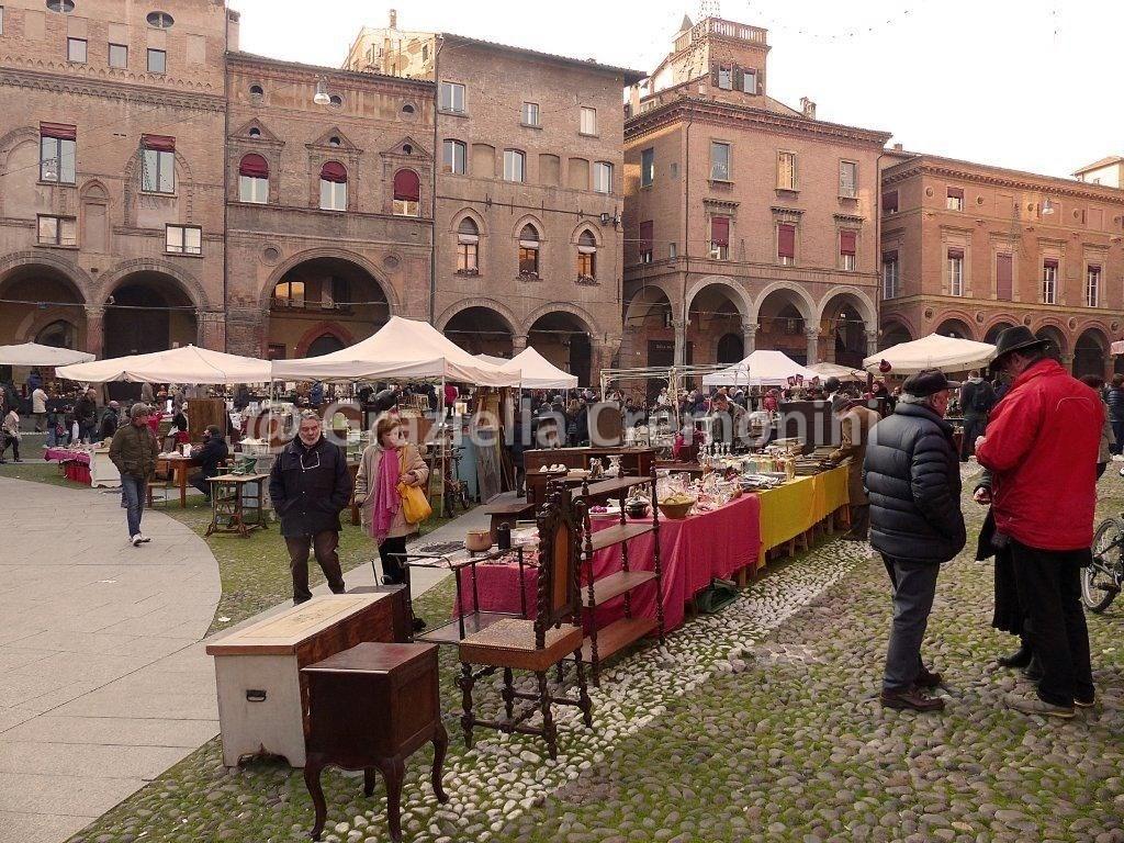 Antiquariato in santo stefano cremonini g for Antiquariato bologna