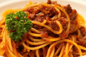 """Gli spaghetti alla bolognese: Verità storica versus """"La leggenda"""""""