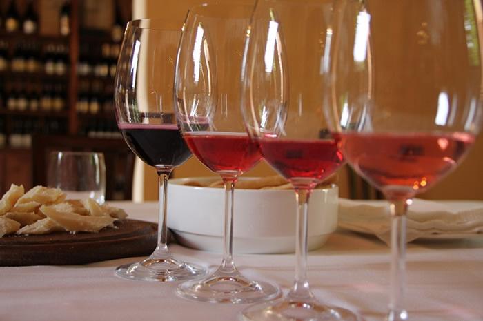 Degustazioni 2020 a Dozza: Sere d'estate fresche di vino a corte